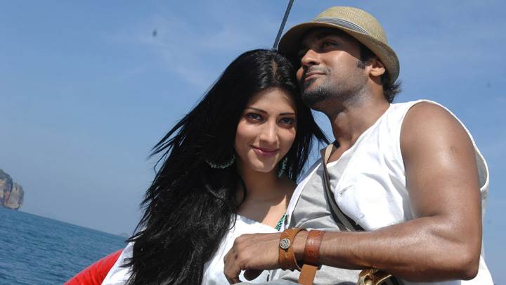 Shruti Haasan And Surya Smiling – 7aum Arivu Movie